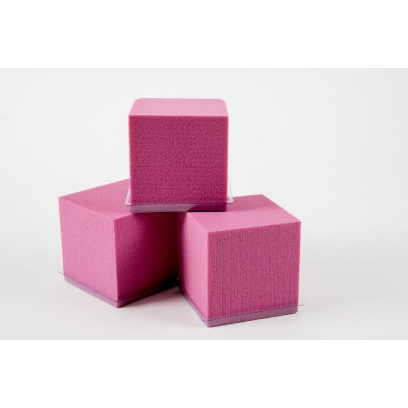 Cube Mousse 10cm avec base Fucshia par 3